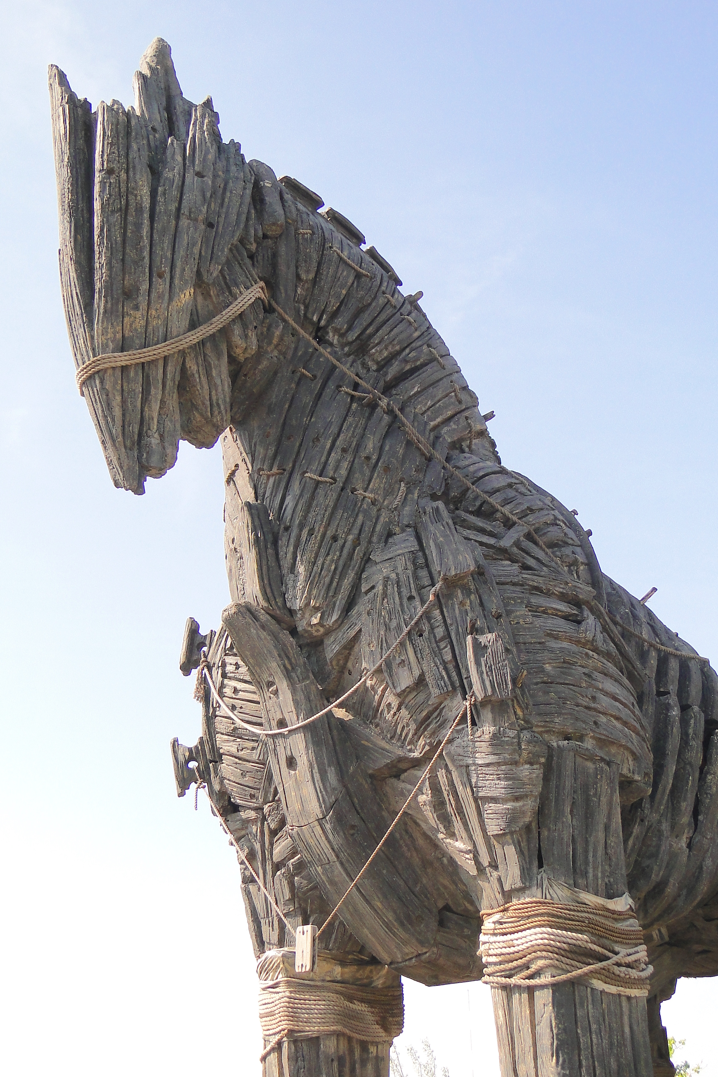 Replica_of_Trojan_Horse_-_Canakkale_Waterfront_-_Dardanelles_-_Turkey_(5747677790) 2